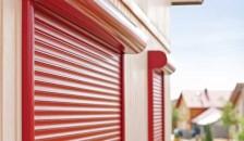 Rote Alulux Aluminium Vorbaurollladen in der Seitenansicht