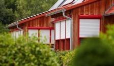 Rote Alulux Aluminium Vorbaurollladen