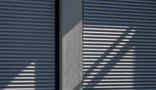 Alulux Aluminium Rollladen anthrazit in der Nahaufnahme