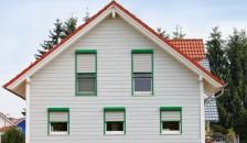 Alulux Aluminium Vorbaurollladen grün umrahmt