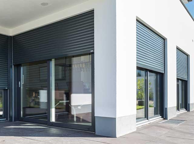 Modernes Gebäude mit Alulux Rollladen aus Aluminium