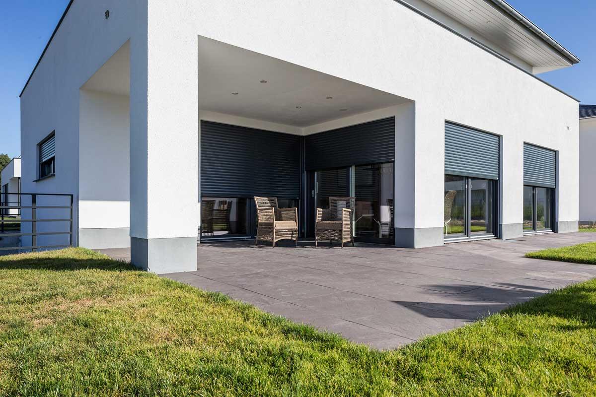 Amazing Alulux Aluminium Aufsatzrollladen An Weißer Hausfassade