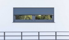 Alulux Aluminium Aufsatzrollladen an weißer Hausfassade