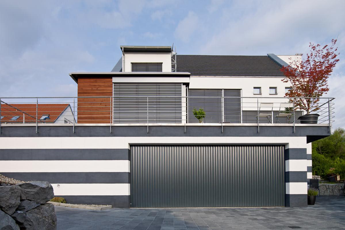 vertico garagentor resident garagentor garagentore lichtschacht regens g nter werres. Black Bedroom Furniture Sets. Home Design Ideas