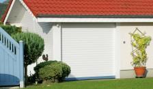 Garagentor Resident in der Farbe weiß mit blauem Akzent