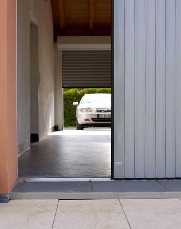 halbgeöffnetes Vertico-Garagentor