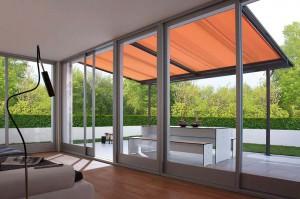 Ein variables Freiluftdach erweitert den Wohnraum und verbindet auch stilsicher das Haus mit dem Garten.
