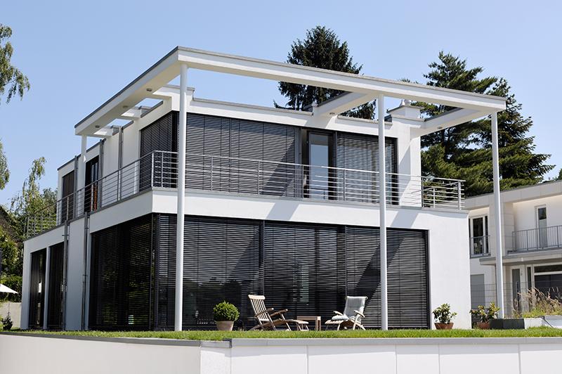 Haus mit ARTec Raffstoren von Alulux